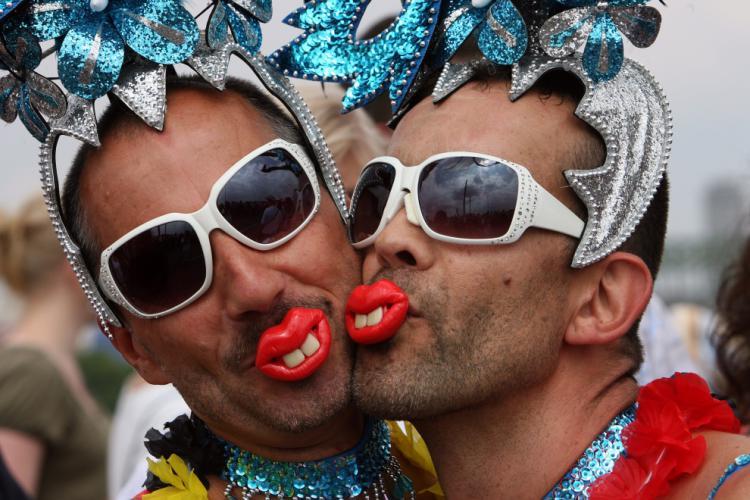 [Imagen: gay.jpg]