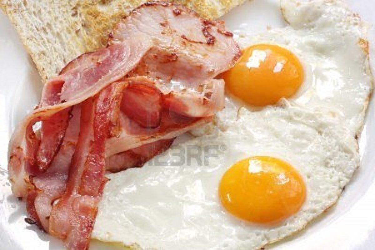 Huevos Con Tocino HUEVOS CON TOCINO
