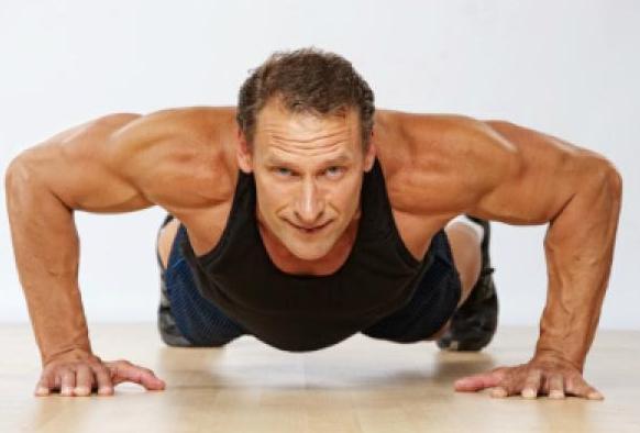 hombre ejercicio gimnasio
