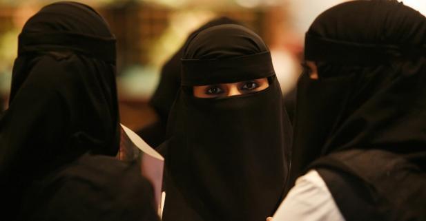 mujer velo saudi arabe