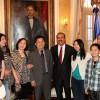 Danilo Medina con unos chinitos