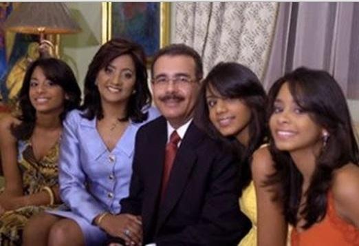Danilo Medina con sus hijas
