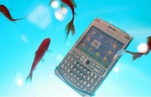 celular mojado agua