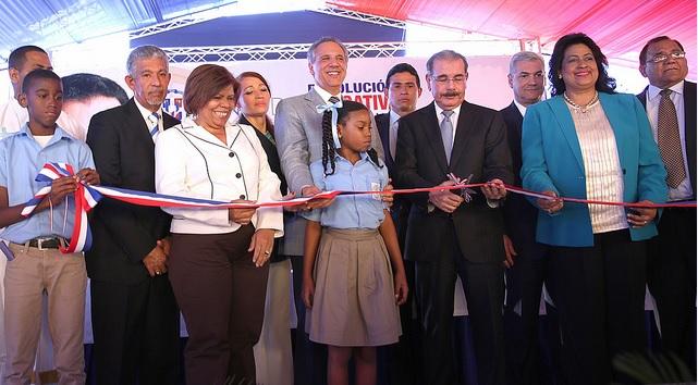 Danilo Medina en escuela