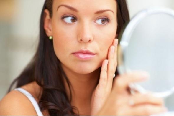 mujer maquillaje poros belleza