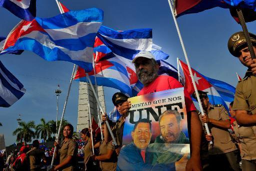 Cubanos celebran el 1 de mayo en la plaza de la Revolución de La Habana en 2014 (AFP/Archivos | Yamil Lage)