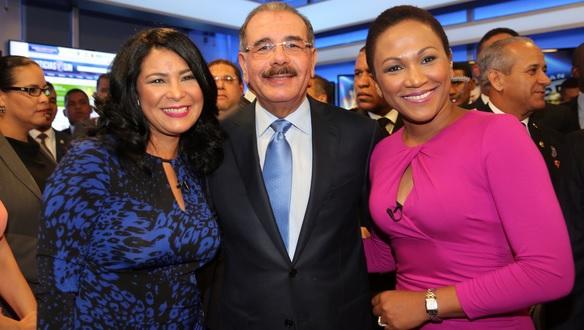 Danilo con dos periodistas