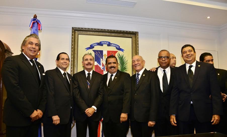 senadores con Danilo