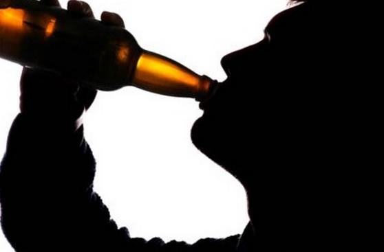 Bebiendo