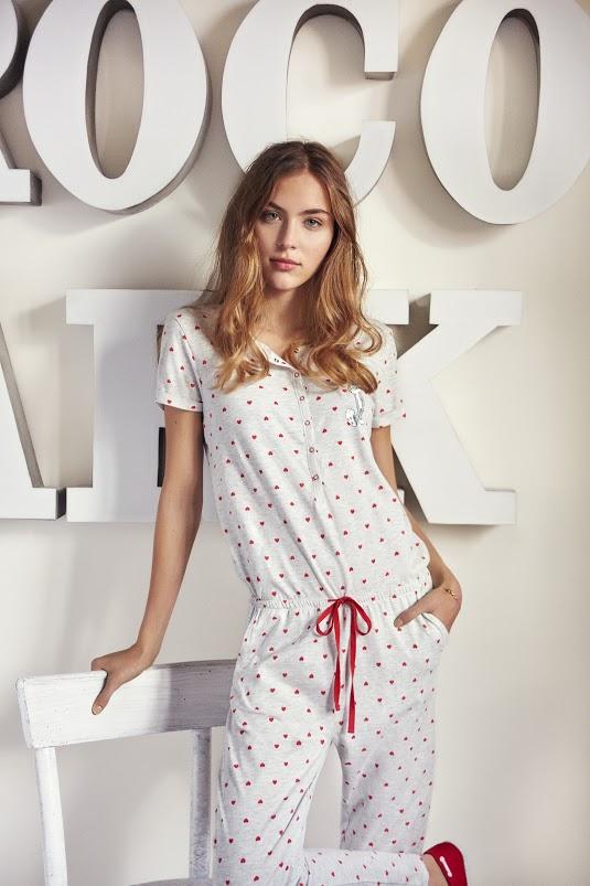 Modelo pijama