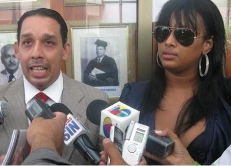 Enrique Santelises junto a Vennya Carolina