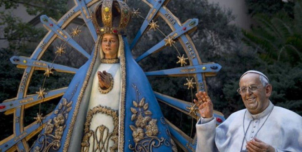 El Papa Francisco monumento