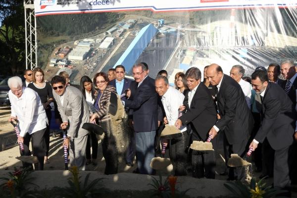 Danilo Medina plantas de carbon